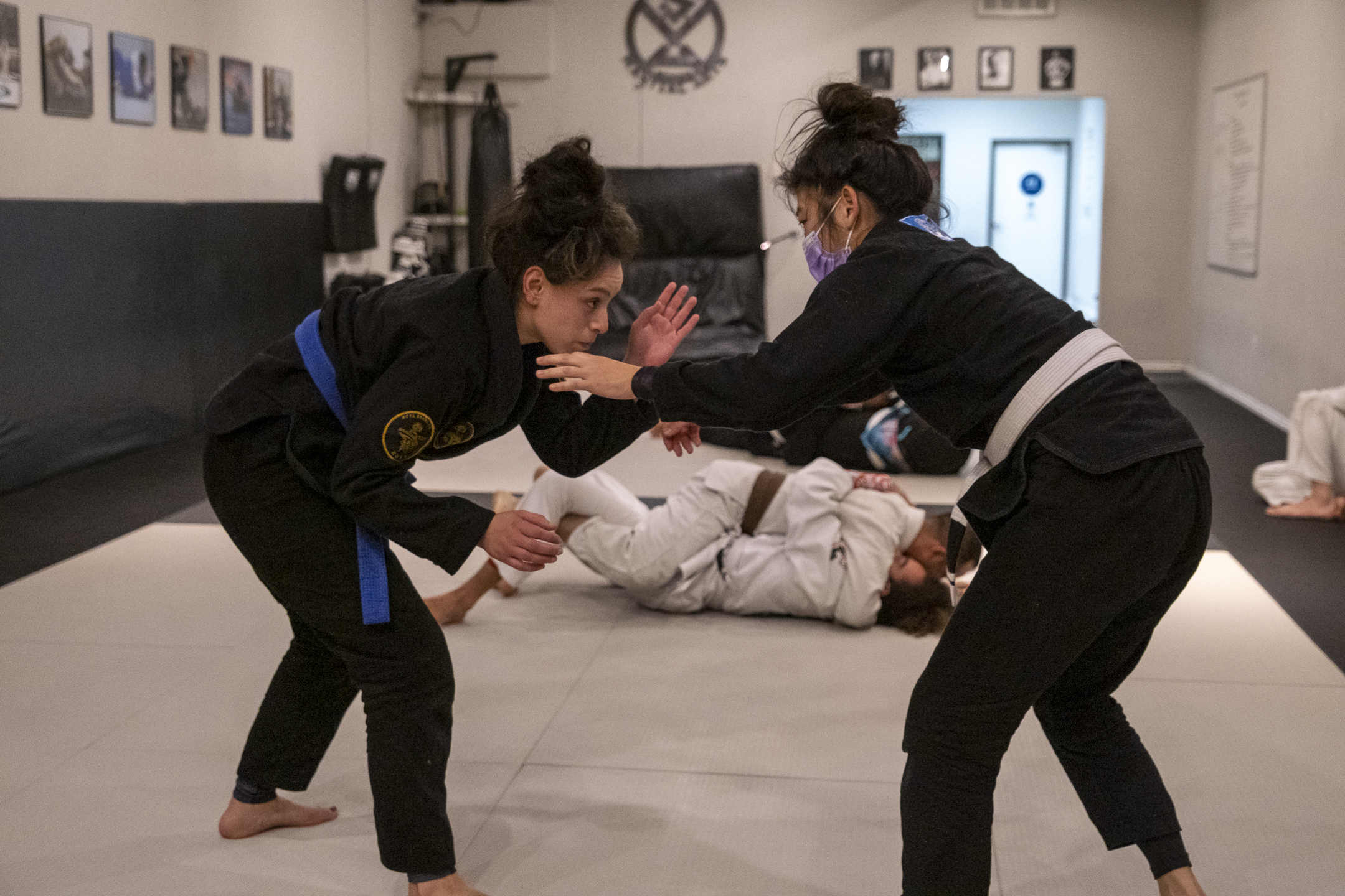 Professor Gino showing the Jiu-Jitsu techniques in the all levels class.