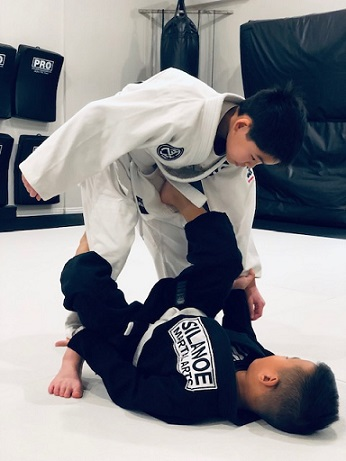 Caled in the white gi training Jiu-Jitsu with Devon in the black gi at Silanoe San Gabriel