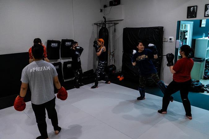 Fonda sparring in the Muay Thai Kickboxing class at Silanoe San Gabriel Alhambra adjacent